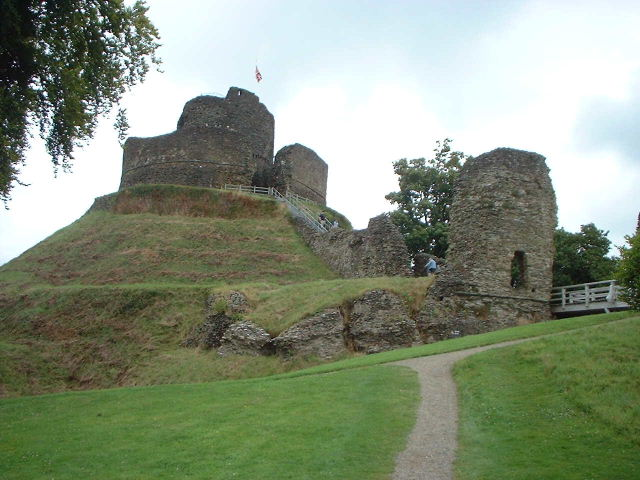 Figure 10 - Launceston Castle. In size, it is smaller than Basing House. However, its Motte and Bailey design is similar. After (Wikipedia 2013)